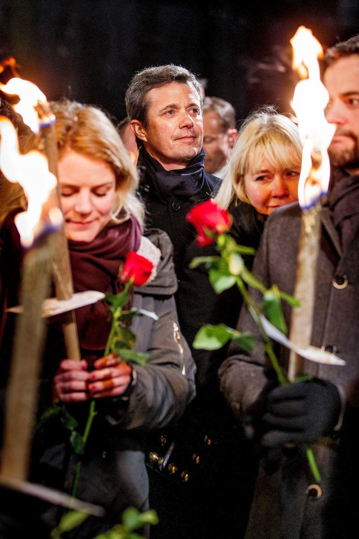 Sichtlich ergriffen: Kronprinz Frederik in Kopenhagen beim Trauermarsch für die Opfer der Terroranschläge von Mitte Februar.