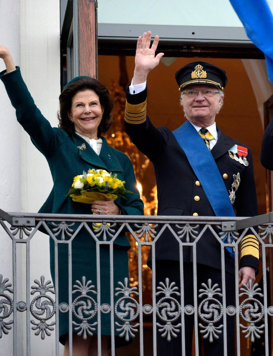 Königin Silvia und König Carl XVI. Gustaf - hier bei einem Staatsbesuch im März 2015 in Finnland - freuen sich auf ihr drittes Enkelkind.