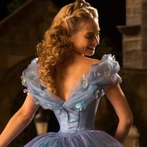 Cinderella gespielt von Lily James