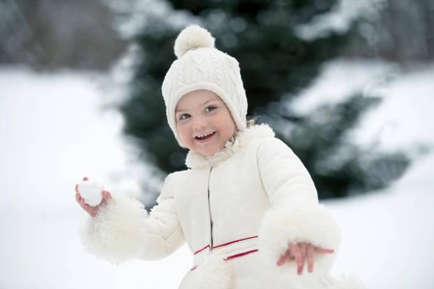 23. Februar 2015   Happy Birthday kleine Prinzessin! Zum 3. Geburtstag von Prinzessin Estelle veröffentlicht das schwedische Könighaus diese bezaubernden Fotos von Estelle.