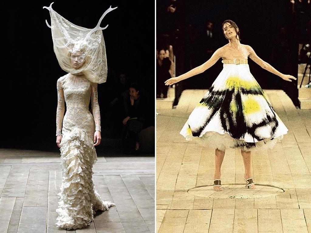 """Links: Die Kollektion """"Widows of Culloden"""" (Herbst/Winter 2006/07) sorgte mit Spitze und Geweihen für Aufsehen. Rechts: Zu einem der Höhepunkte der Modegeschichte zählt die Inszenierung des live angesprühten Kleides der Frühjahr/Sommer-Kollektion 1999."""