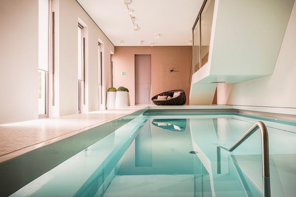 Zur entspannten Spa-Einstimmung empfiehlt sich ein Saunagang und das anschließende Abtauchen im Pool.