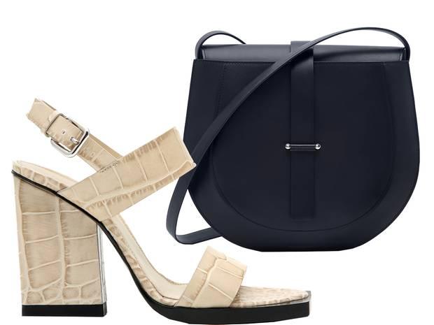 Sandale mit prägnantem Blockabsatz. Umhängetasche aus Kalbsleder