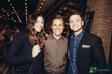 Jessica Biel und Justin Timberlake freuen sich mit Jon Rollo über die Eröffnung seines Restaurants.