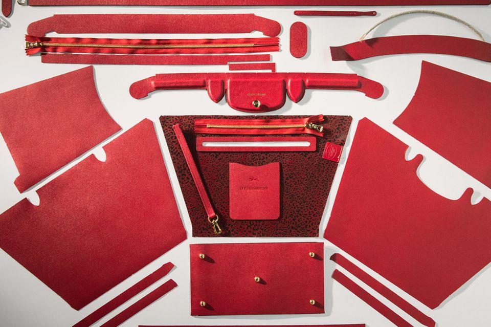 """Als Hommage an die Tradition des Unternehmens lancierte Longchamp die """"Pliage Héritage"""". Hergestellt wird sie in Handarbeit aus insgesamt gut 250 Einzelteilen"""