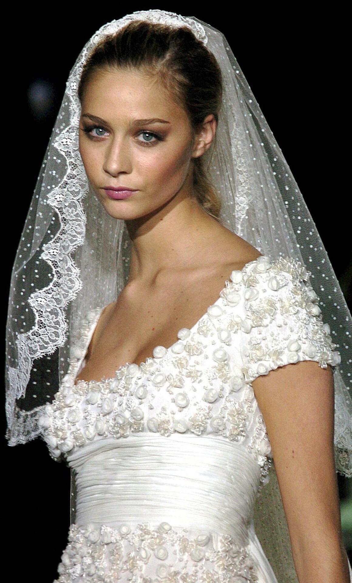 2005 modelte Beatrice Borromeo für die Brautmodenkollektion von Valentino. Für ihre baldige Hochzeit konnte sie da schon fleißig üben.