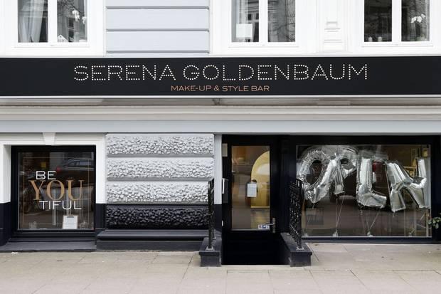Gestern (21. April) wurde gefeiert: In der Hamburger Papenhuder Straße 30 werden in exklusiven Einzelcoachings, Workshops und Beauty-Lessons Profi-Haar- und Make-up-Techniken vermittelt, die die innere Schönheit nach außen strahlen lassen.