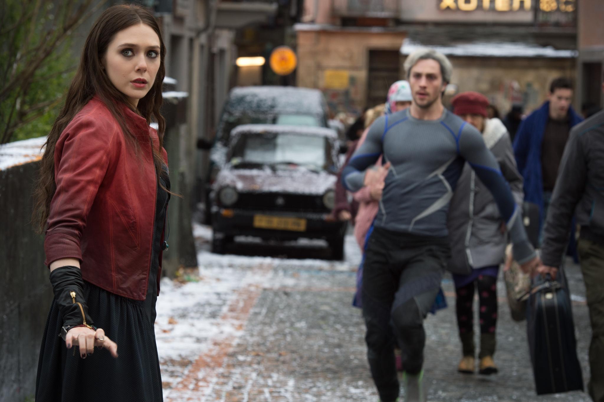 """Gegenspieler: die """"Zwillinge"""" Scarlet Witch/Wanda Maximoff (Elizabeth Olsen) und Quicksilver/Pietro Maximof (Aaron Taylor-Johnson)"""