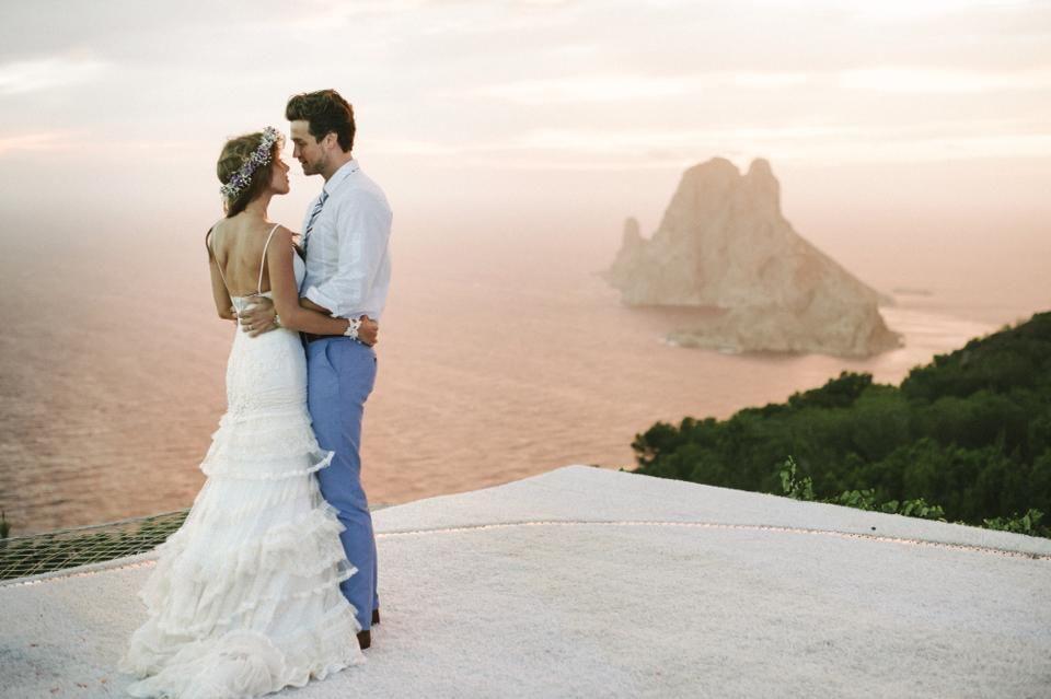 28. September 2013: Annemarie Warnkross und Wayne Carpendale haben zwei Jahre nach ihrer Verlobung geheiratet. Die Zeremonie fand am Strand von Ibiza mit Blick auf das offene Meer statt.