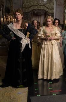 """Paula Paul, als deutsche Prinzessin Palatine, neben Kate Winslet in der Historien-Lovestory """"Die Gärtnerin von Versailles"""", die im Frankreich des 17. Jahrhunderts spielt."""