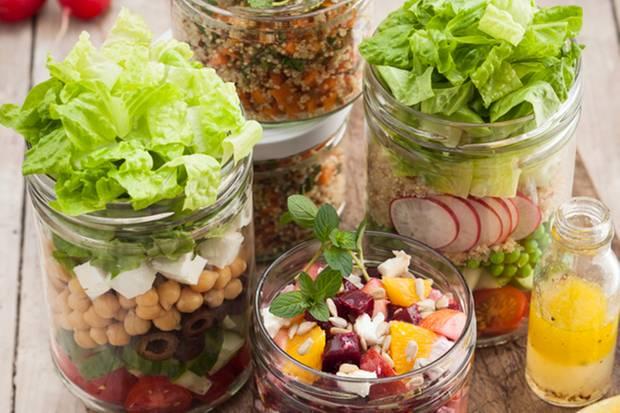 """Frische Suppen, Nachspeisen und geschichtete Salate gibt es nei """"Nonidu"""" in München."""