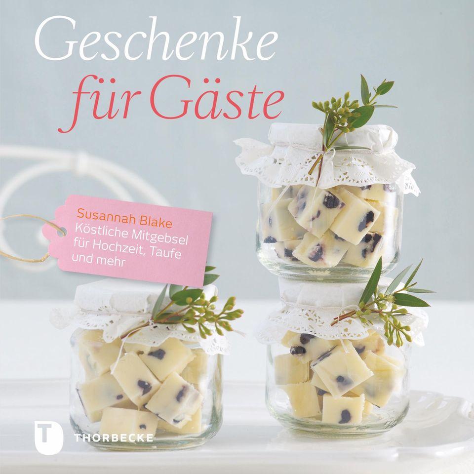 """""""Geschenke für Gäste - Köstliche Mitgebsel für Hochzeit, Taufe und mehr"""" von Susannah Blake, Thorbecke Verlag, 12,99 Euro."""