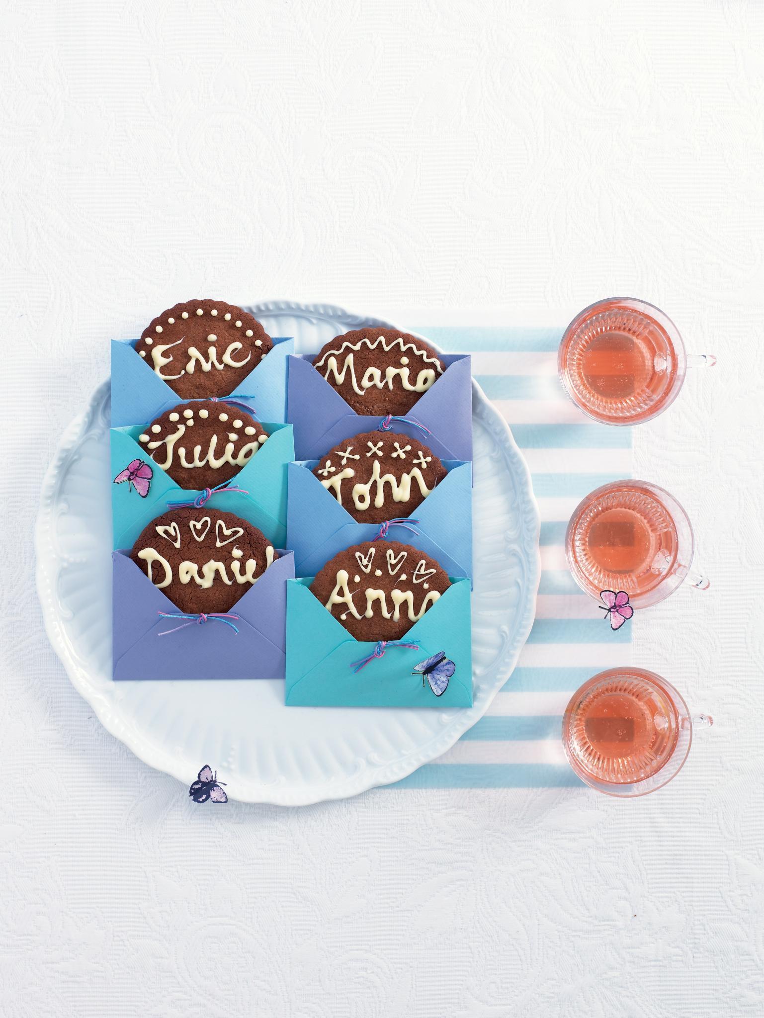 Für Naschkatzen: Süße Namensschilder aus Keks und Schokolade