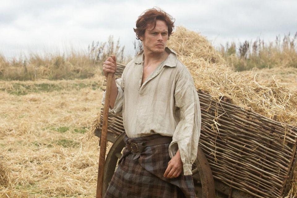 Jamie (Sam Heughan) und malerische Landschaft (Schottland)