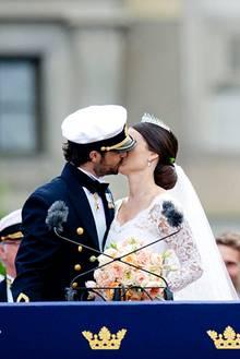 Noch ein Kuss - die Menge jubelt!
