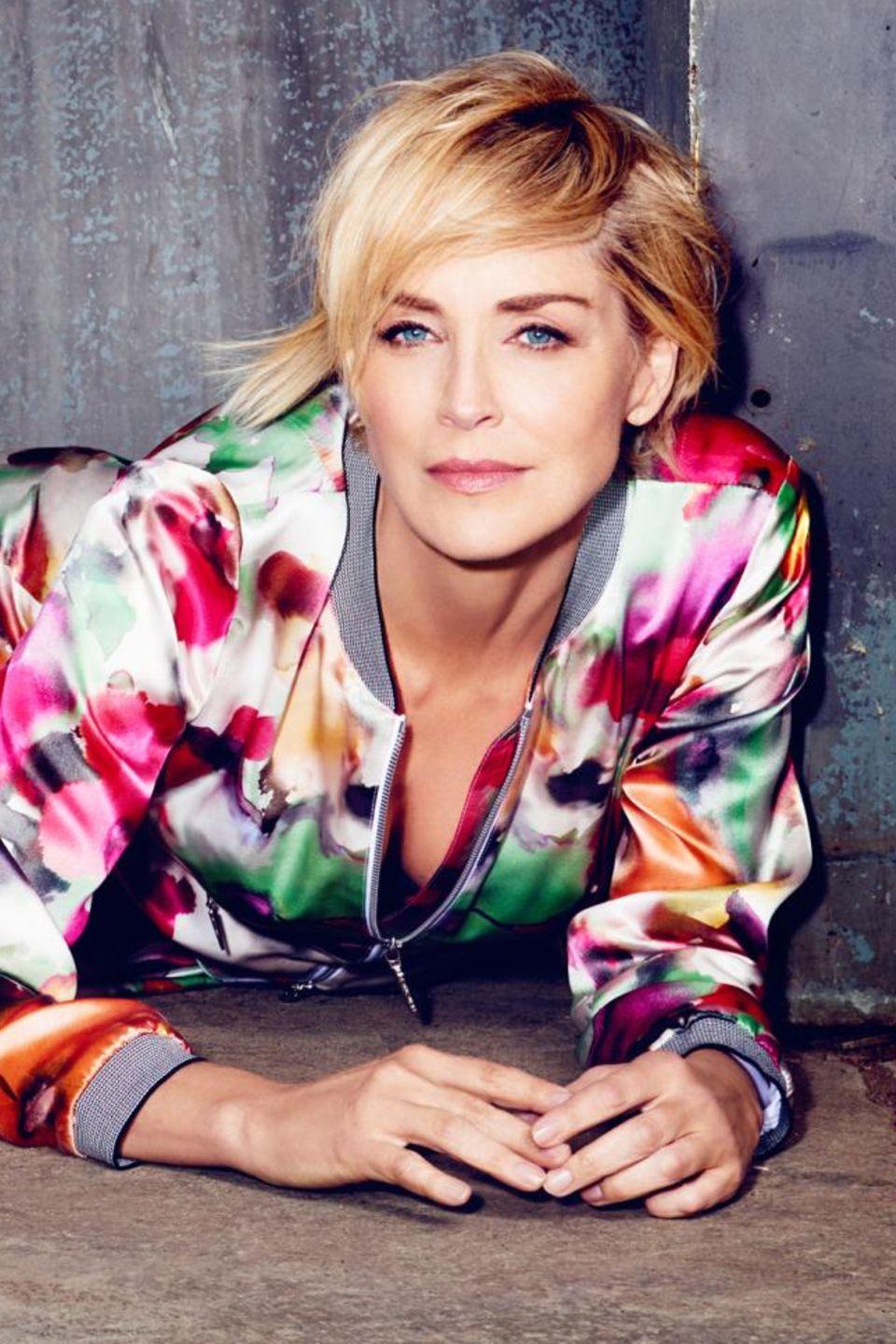 """Sharon Stone wird von Starfotograf Kristian Schuller für """"Airfield"""" in Szene gesetzt."""