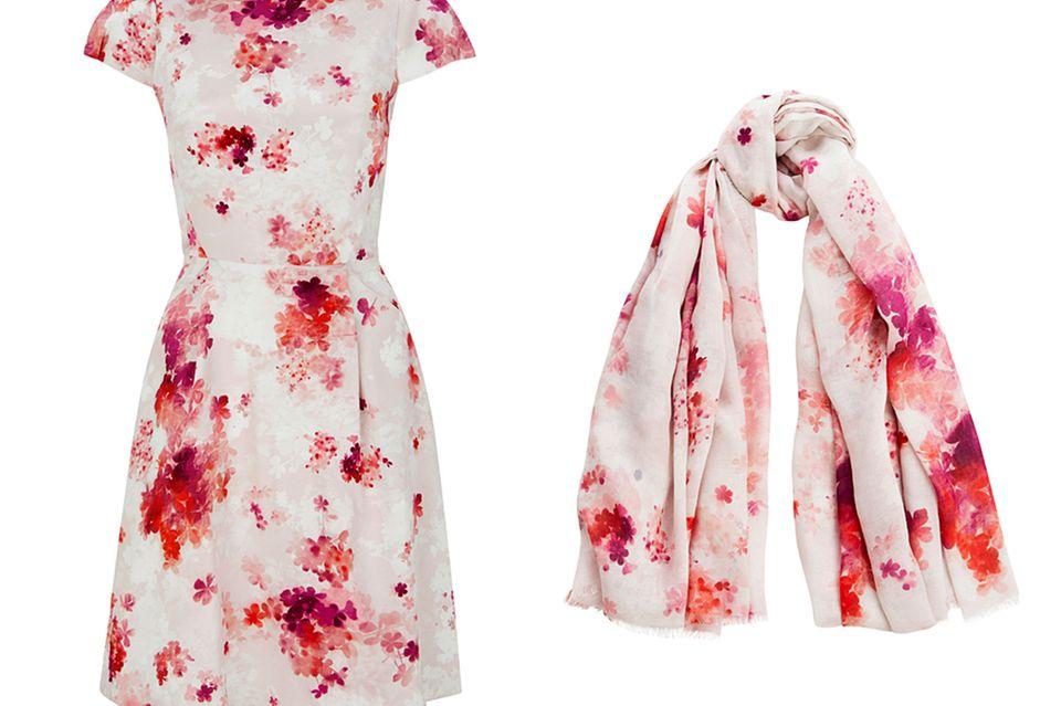 Für umgerechnet knapp 400 bzw. 130 Euro gibt es das florale Kleid und den leichten Schal im Onlineshop von Tabitha Webb zu kaufen.