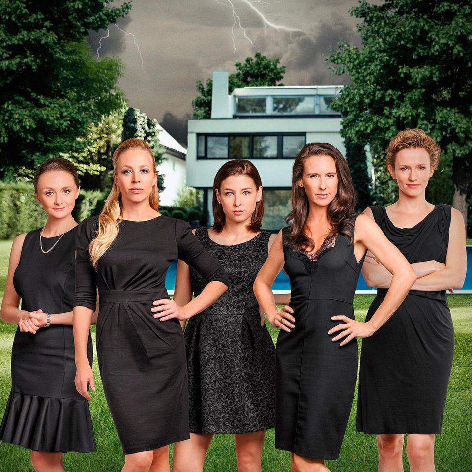 """""""Die Vorstadtweiber"""" von links: Maria (Gertie Drassl), Nicoletta (Nina Proll), Caro (Martina Ebm), Walli (Maria Köstlicher) und Sabine (Adina Vetter)"""