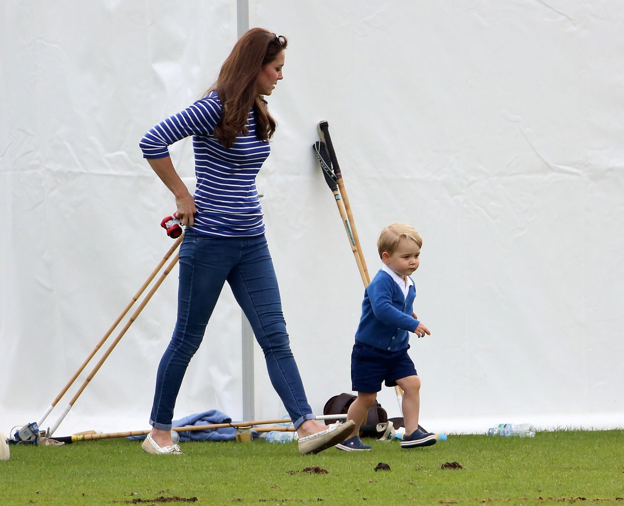 Herzogin Catherine hat Töchterchen Charlotte zu Hause gelassen, um sich ganz Söhnchen George zu widmen.