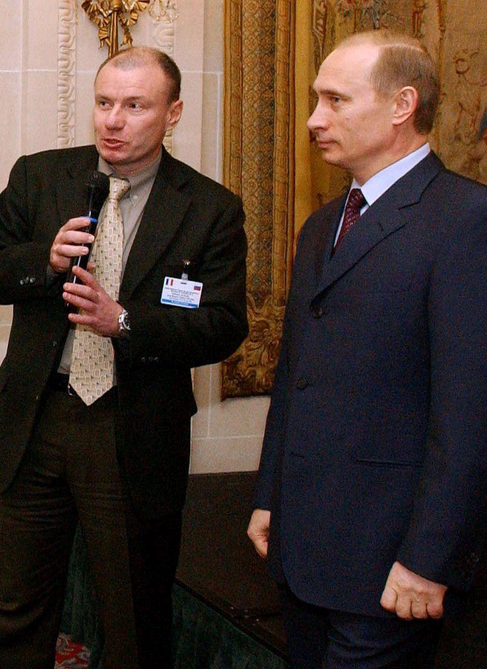 Sein Imperium: Wladimir Potanin, 54, machte seine Milliarden mit einem weitverzweigten Firmennetz, zu dem die Finanzholding Interros und die weltweit größte Nickelmine gehören. In den Neunzigern war er für zwei Jahre Russlands Vize-Ministerpräsident. Mit Wladimir Putin ist er gut befreundet.