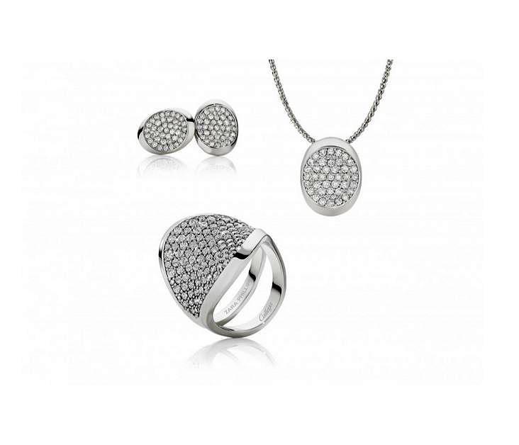 Ohrringe, Anhänger und Ring aus Zara Phillips' erster Schmuckkollektion sind nicht ganz billig, dafür aber auch aus den feinsten Materialien wie in diesem Fall Platin hergestellt.