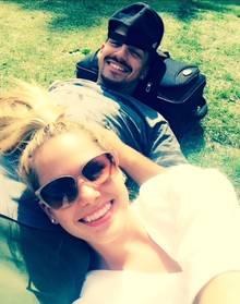 Schnappschuss im Park: Angelina Heger und ihr Freund Christoph Ghesquier