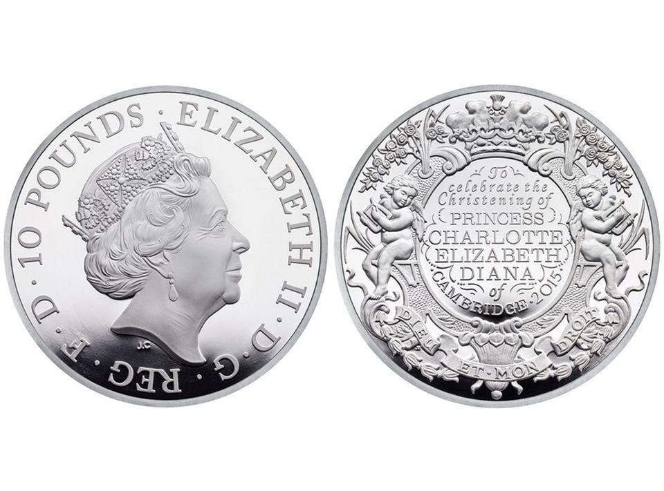 """Die offizielle Münze der """"Royal Mint"""" zur Feier von Prinzessin Charlottes Taufe am 5. Juli 2015."""