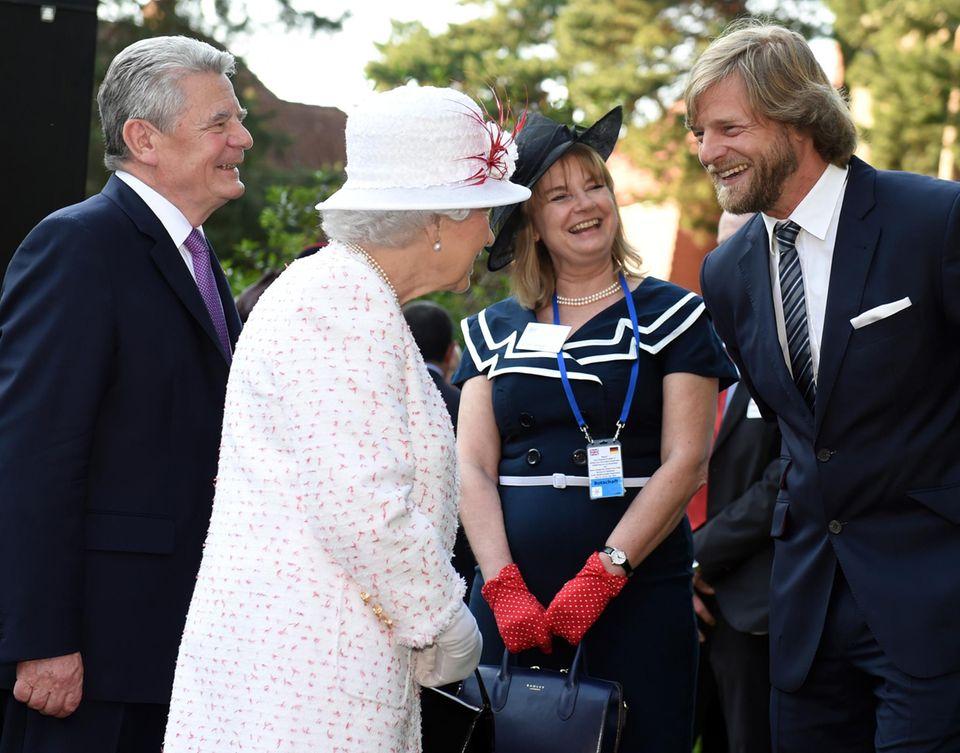 Queen Elizabeth, Henning Baum