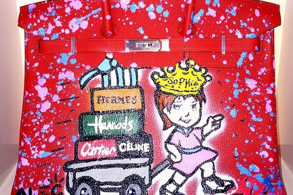 Birthday-Präsent für 22.500 Euro: Die Sophia-Bag von Hermès wurde vom Graffiti-Künstler Alec Monopoly für Tamara Ecclestone personalisiert.
