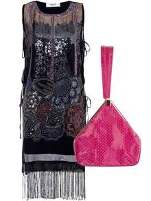 """Links: Flapper-Dress mit Fransen und Pailletten, neu von Blugirl. Rechts:Abendtäschen, angelehnt an die """"Dorothy""""-Taschen, neu von Alberta Ferretti"""