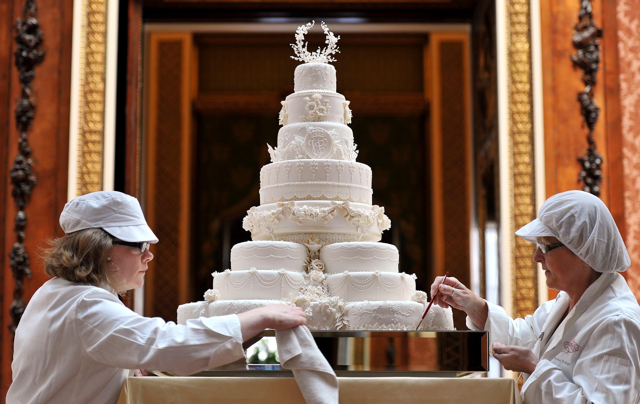 Charlottes Taufe Und Zum Tee Gibt S Alten Kuchen Gala De