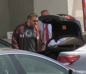 Ben Affleck ist auf dem Weg zum Privatjet, der ihn zu seinen Kindern nach Atlanta bringt.