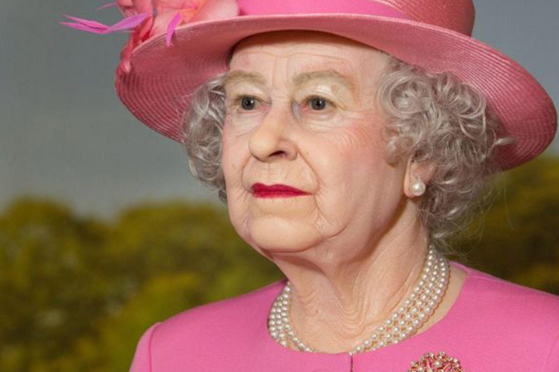 Wachsfigur von Queen Elizabeth II. im Panoptikum Hamburg
