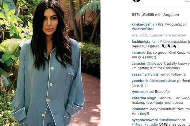 """So hat man Kim Kardashian noch selten gesehen: """"Undone"""" im Pyjama. So ungeschminkt und mit leicht zerzausten Haaren macht die Perfektionistin einen ganz anderen Eindruck #nomakeup #nofilter."""
