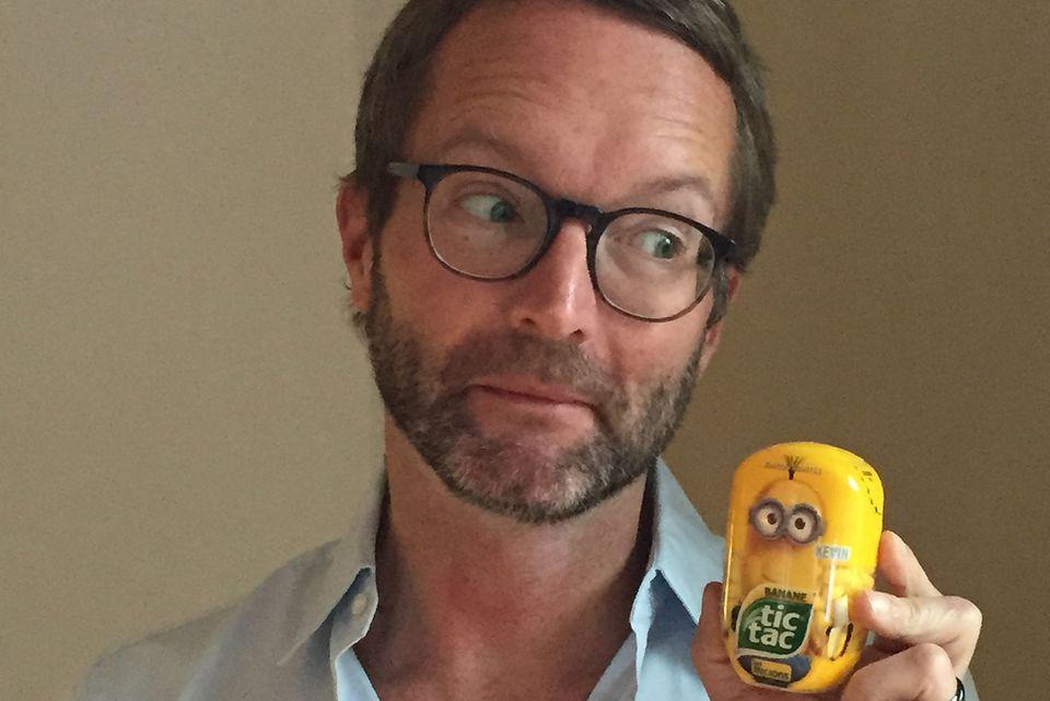 GALA-Modechef Marcus Luft mit seinem gelben Beutestück aus Paris