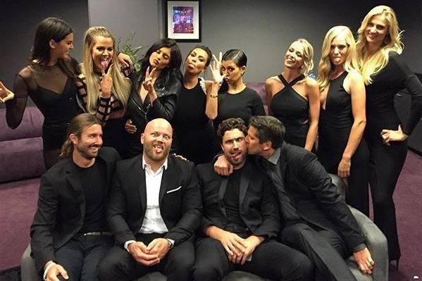 Den Hang zur Selbstdarstellung haben die Jenners und Kardashians offensichtlich gemeinsam. Bei den ESPY-Awards ließen sie sich backstage fotografieren – kurz darauf war das Foto auf den Twitter- und Instagram- Accounts der Soap-Darsteller zu sehen