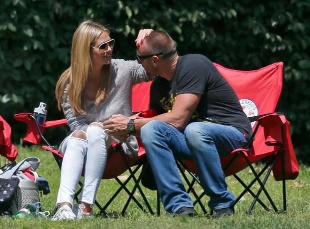 """Heidi Klum mit Martin Kirsten: Ich hab dich! Du gehörst mir! """"Sehr dominant ist das. Man hat den anderen komplett im Griff"""", analysiert Tatjana Strobel. Im Höchststadium der Verliebtheit mag so etwas noch angehen, ansonsten kann der """"Kopfgreifer"""" schnell abtörnend wirken"""