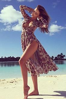 Ist der Urlaub schon vorbei? auf diesem Schnappschuss sieht es aus, als pose Miranda Kerr für ein Fotoshooting.