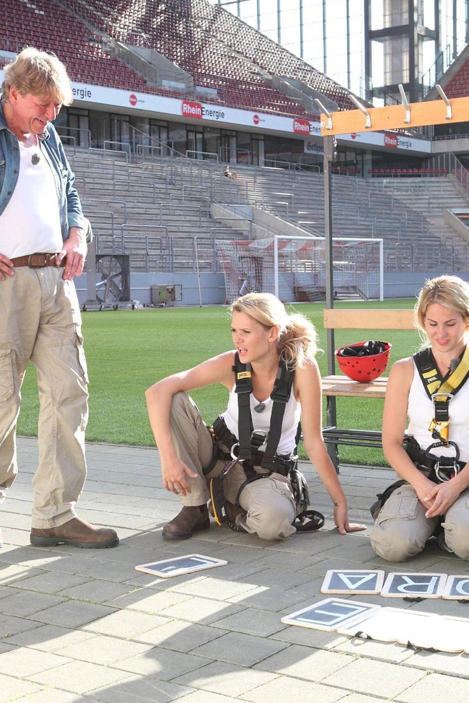 Walter Freiwald, Sara Kulka und Angelina Heger mussten sich in einem Fußballstadion beweisen.
