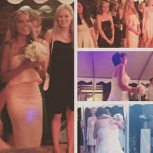 Sylvie Meis fängt den Brautstrauß.