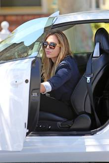 Christine Ouzounian in ihrem neuen Lexus
