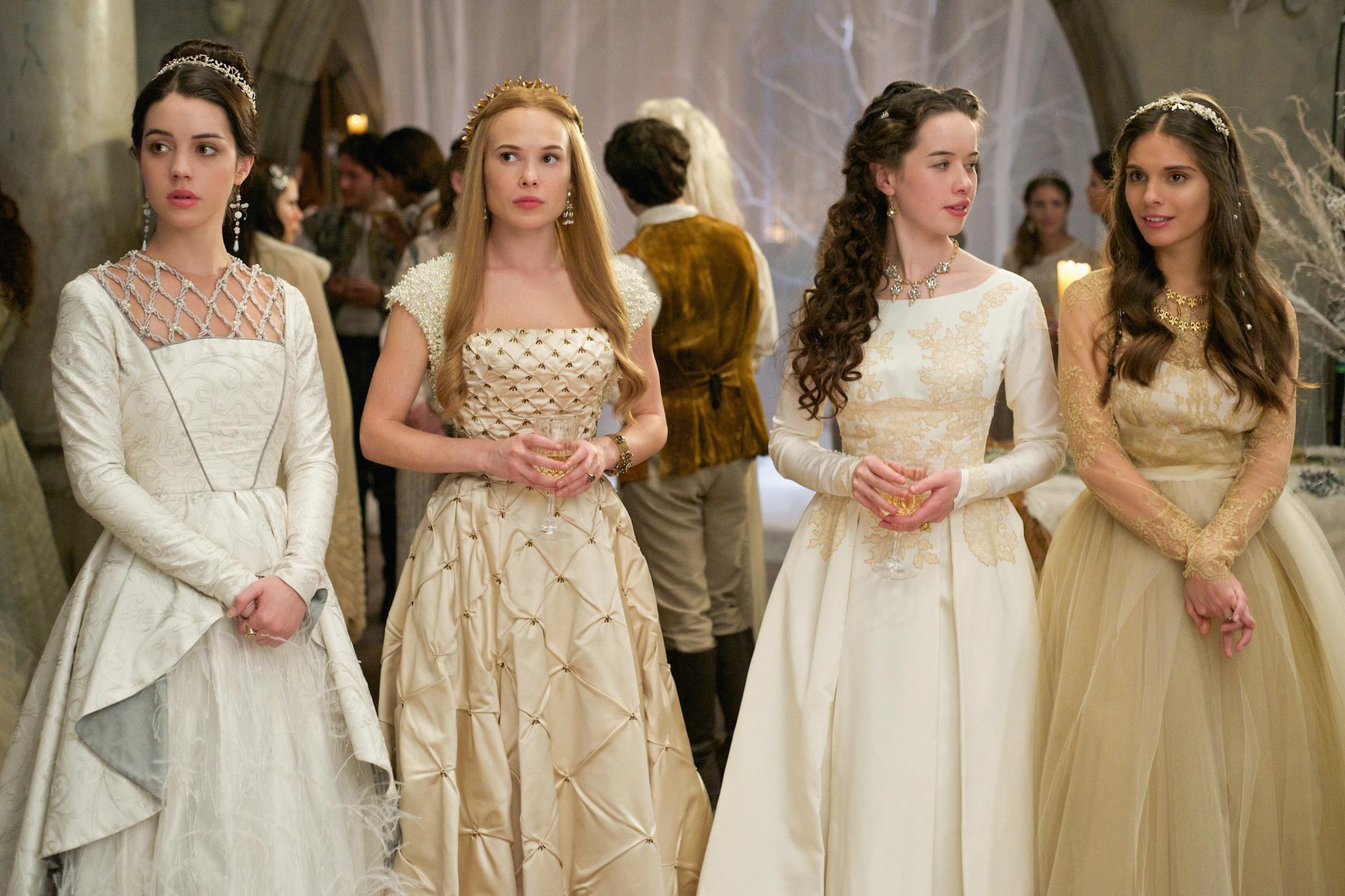 Girlgroup Royal: Königin Mary Stuart (Adelaide Kane) und ihre Hofdamen Greer (Celina Sinden), Lola (Anna Popplewell) und Kenna (Caitlin Stasey).