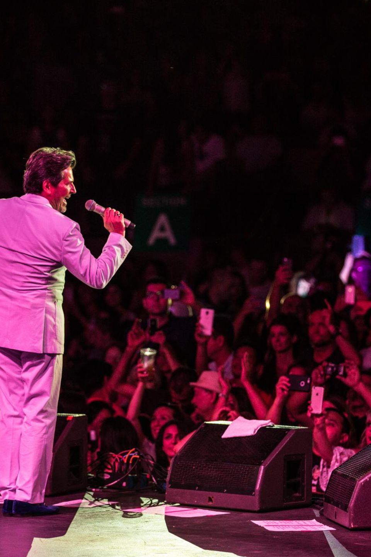 """Total begeistert jubeln 5.000 Fans """"ihrem"""" Thomas Anders in Kalifornien zu."""