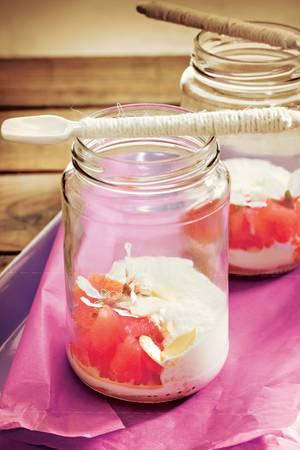 Kokosschaumsüppchen mit Mandeln und Wassermelonen-Granité