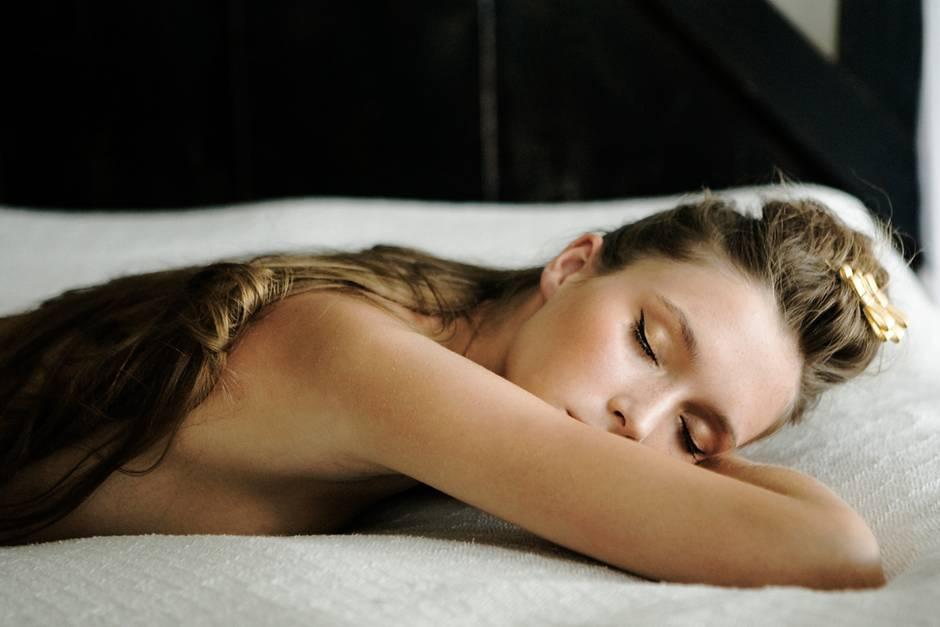 Schlank im Schlaf: Fünf Tipps, damit die natürliche Diät gelingt