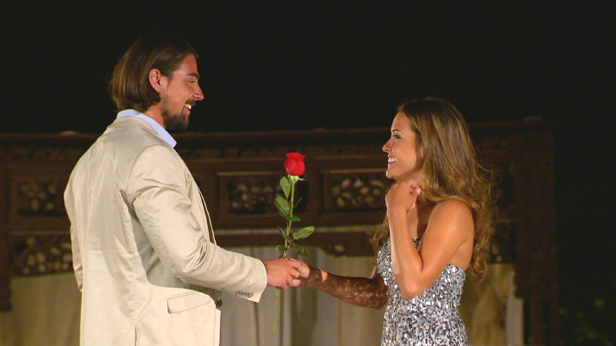 """""""Bachelorette"""" Alisa und ihr Auserwählter beim großen Finale."""