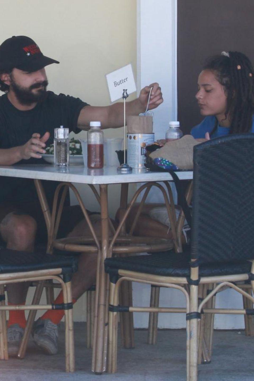 Shia LaBeouf und seine neue Flamme beim Mittagessen in Los Angeles