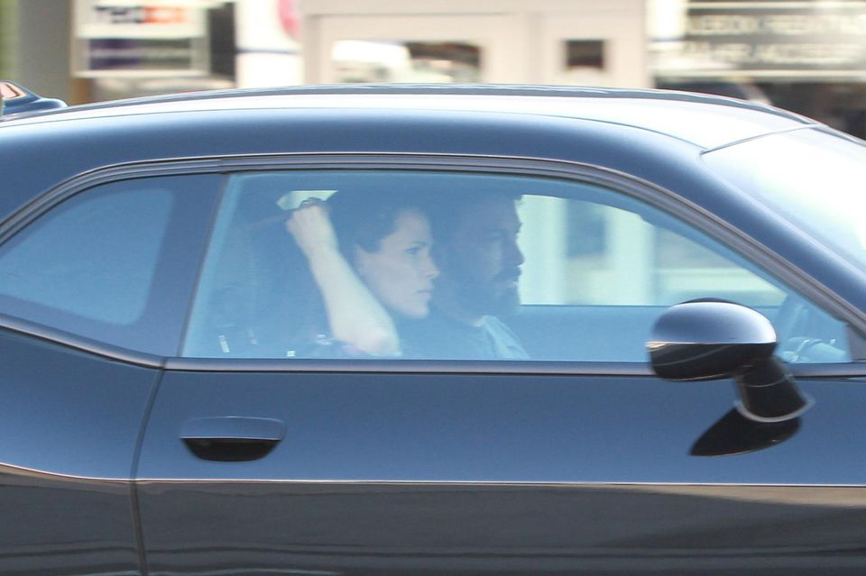 Jennifer Garner und Ben Affleck fahren gemeinsam im Auto weg