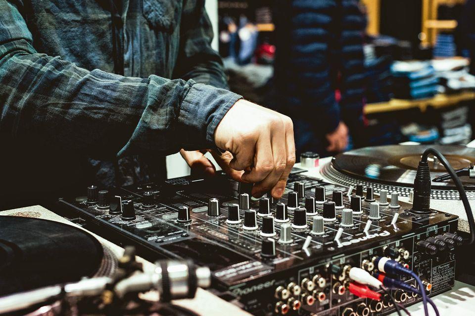 Mit Wumms: Bei lässigen DJBeats shoppt es sich noch entspannter