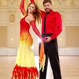 """Felix von Jascheroff und Lisa Steiner  Ein Soap-Star ist Felix durch """"GZSZ"""" bereits. Mit """"Stepping Out"""" könnte er nun auch noch zum Dancing-King werden. Eine Style-Queen hätte er mit seiner Freundin Lisa jedenfalls schon an seiner Seite."""